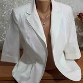 Белоснежный пиджак с брючками 50размера.