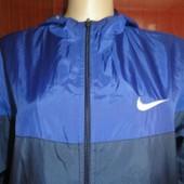 Стильная мужская ветровка Nike в хорошем состоянии!