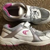 Класні шкіряні кросівки Clarks Active Air розмір 35 стелька 22,5 см до загину, у відмінному стані
