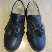 Туфлі мокасини для дівчинки р.35-36 в стані нових. Туфли девочке