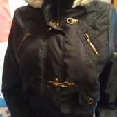 Куртка с капюшоном чёрного цвета на 40-42(укр.)