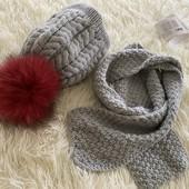 4/7 лет Класнючий набор для девочки - шапка и шарф . Натуральный бумбон