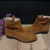 Ботинки із натуральної замші зовні і нат.шкіри всередині 41 рр і устілка 26 см.