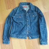 Модна джинсова куртка.