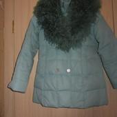 Куртка зимняя с натуральным мехом,внутри добавлено перо.