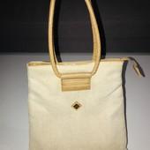Красивая вместительная сумочка