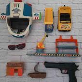 Набор для мальчишки: корабль, грузовик, кабриолет, очки, гараж, кораблик и пистолет.