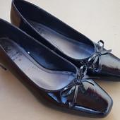 Универсальные туфли Clarks 25.5