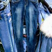 Новые стрейчевые джинсы S, р. 25, на бедра 78-82 см. ПОБ 38 см