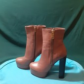 Новые кожаные деми ботильоны, разм. 37 (24,5 см внутри). Сток.